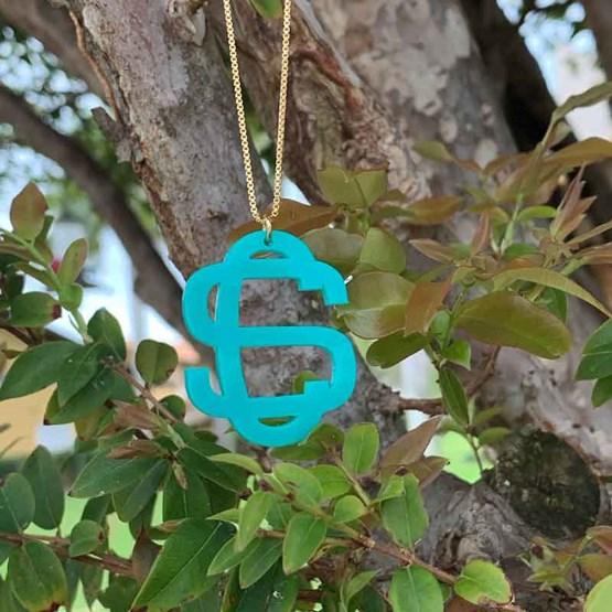 colar com monograma azul turquesa
