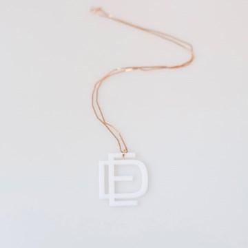 colar monograma moderno branco